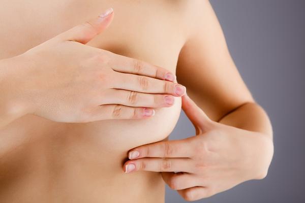 Autopalpazione al seno: come farla correttamente