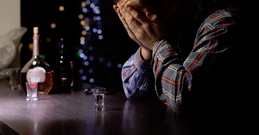 Abuso d'alcol: cause e conseguenze