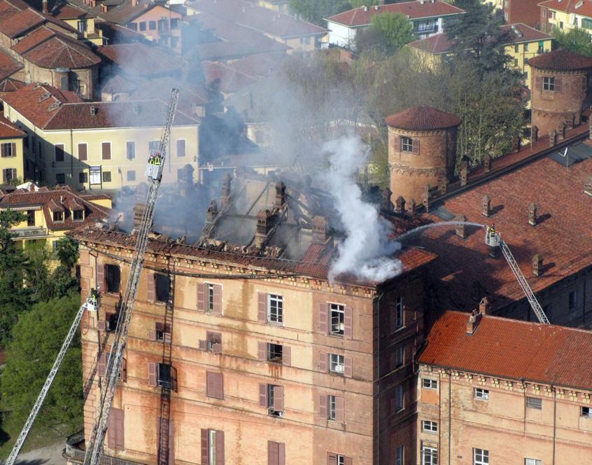 5 aprile 2008: Un incendio danneggia il castello di Moncalieri