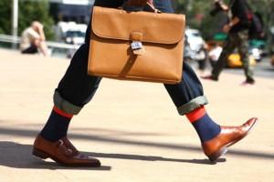 Borsa maschile: l'accessorio moda che fa tendenza