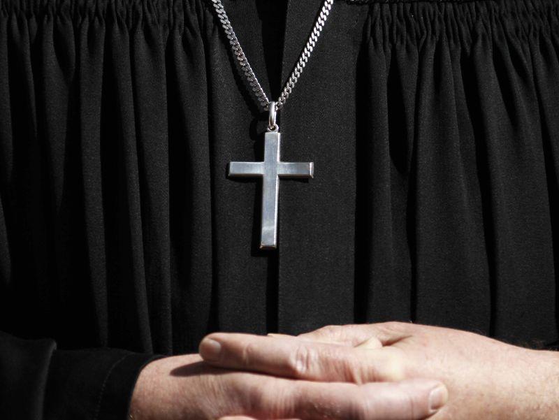 Pedofilia. Ex parroco ticinese condannato a 8 anni e mezzo per 1300 abusi. La vittima fu arrestata per atti vandalici