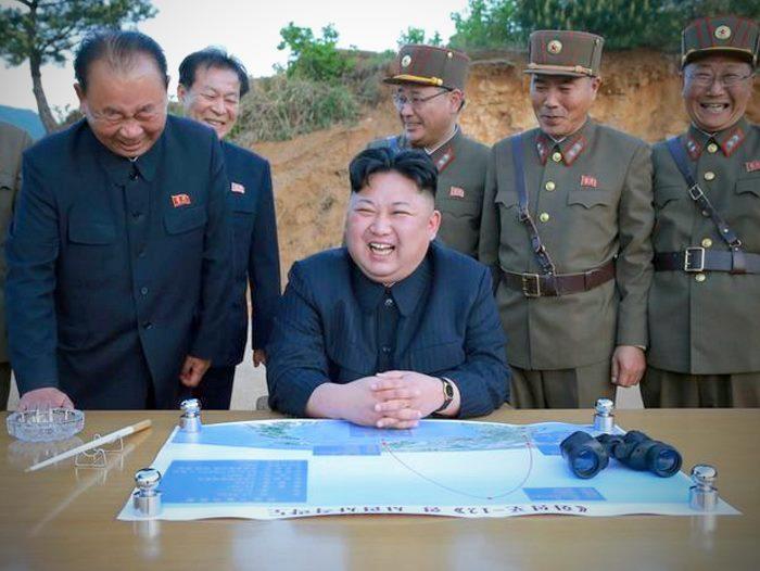 Kim Jong-un frena sul lancio di missili verso Guam