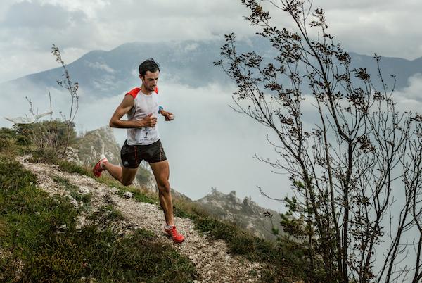 Kilian Jornet nudo sul Monte Bianco, la provocazione (del 2012) fuori tempo massimo e il rispetto per le montagne