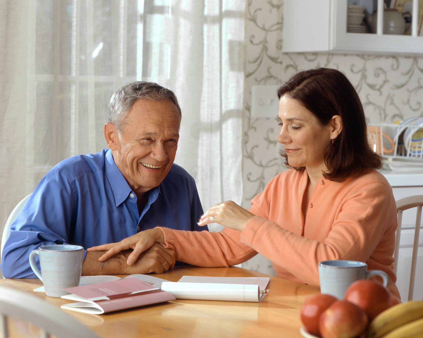 Anziani e badanti: diritti e doveri per regolare il rapporto