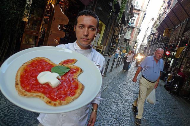 Altro che posti di lavoro e investimenti: ecco la prova che il centro Apple a Napoli lo paghiamo noi