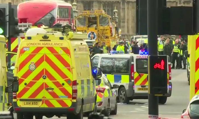 5 morti e 40 feriti in un attacco terroristico a Londra nei pressi di Westminster