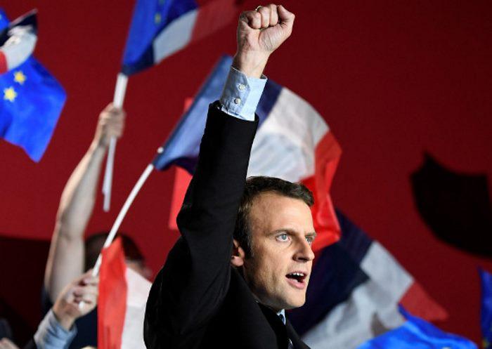 L'Europa de noantri secondo Macron, l'eroe che ha salvato l'Unione dal pericolo Le Pen