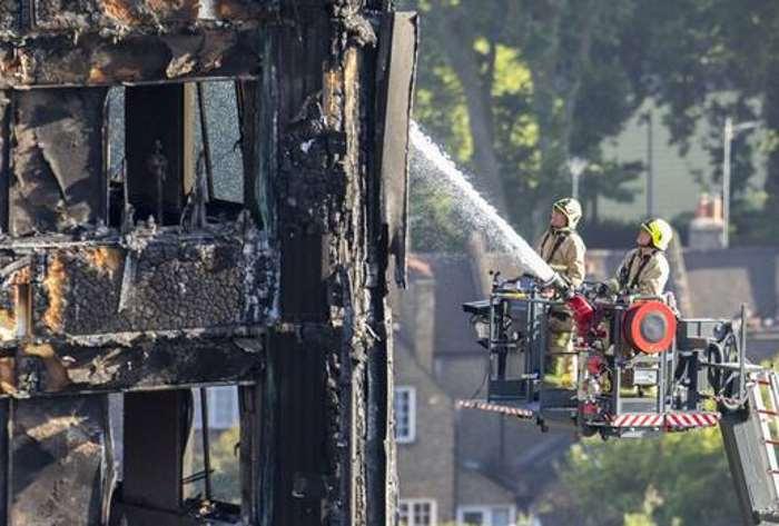 Theresa May: altri grattacieli a Londra sono a rischio incendio